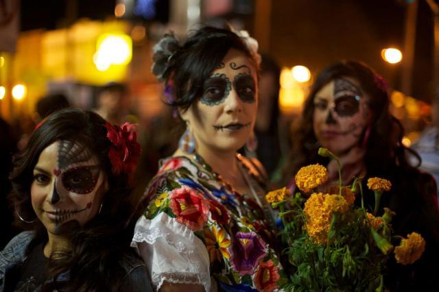 dia_de_los_muertos_celebration_in_mission_district_of_san_francisco_ca
